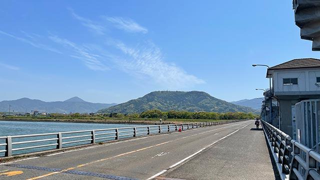 松浦大橋と鏡山