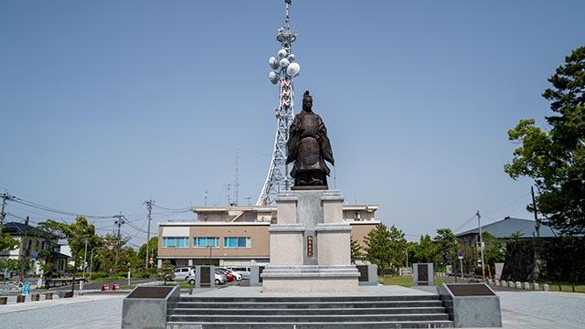 鍋島直正像とNHKの鉄塔