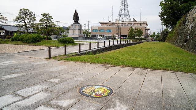 鍋島直正像とゾンビランドサガマンホール