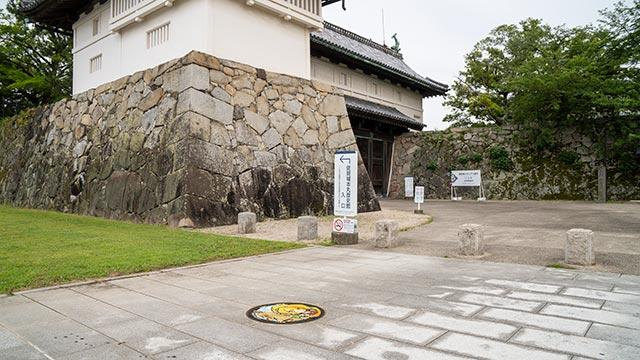 鯱の門とゾンビランドサガマンホール