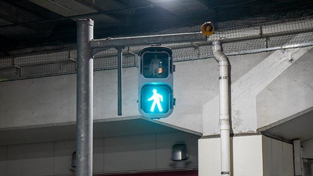 佐賀駅バスセンターの歩行者用信号機