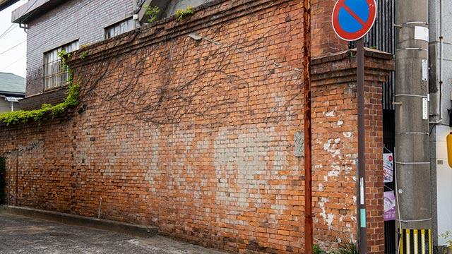 佐賀事変の赤レンガの壁