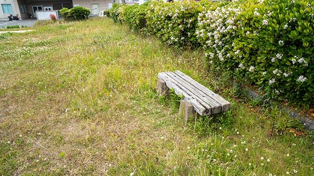 民俗資料館緑地のベンチ