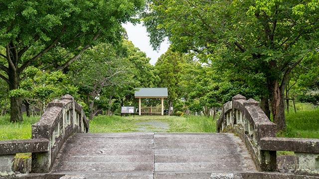 蓮池神社跡と橋