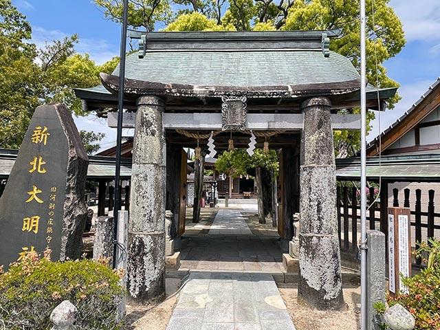 新北神社の門