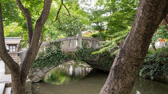 松原神社の橋の西側