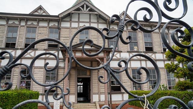 窓が開いている唐津市歴史民俗資料館