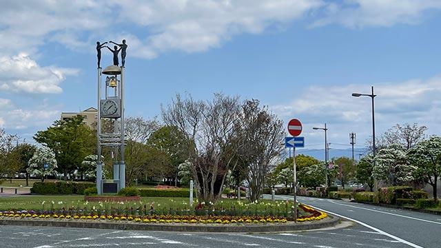 駅前不動産スタジアム前の時計塔