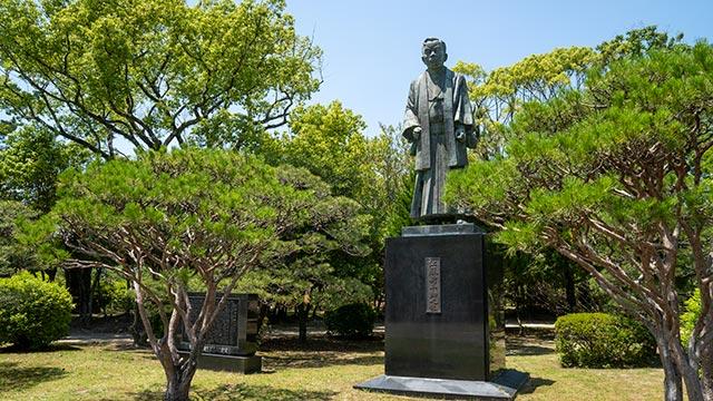 神野公園の江藤新平の像
