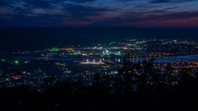 鏡山展望台から見た松浦川の夜景