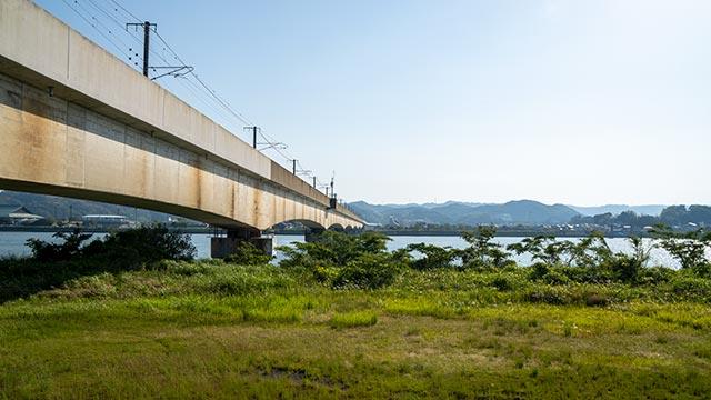 松浦川河川敷と松浦川