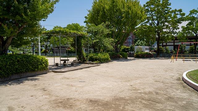 三溝公園のテーブルと椅子