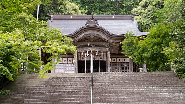 仁比山神社の本殿