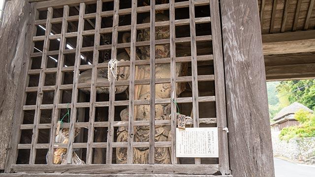 仁比山神社の仁王門1