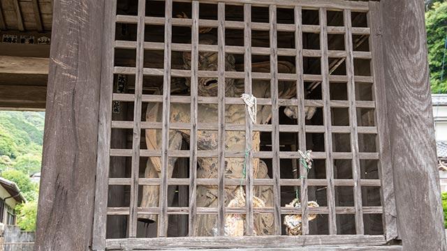 仁比山神社の仁王門2