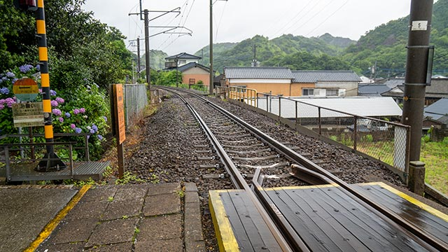 陶山神社の踏切と線路