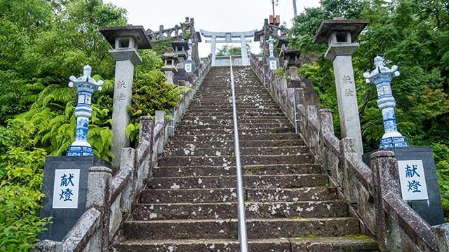 陶山神社の本殿への階段2