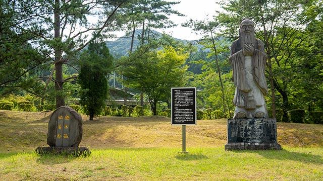 多久聖廟の孔子像